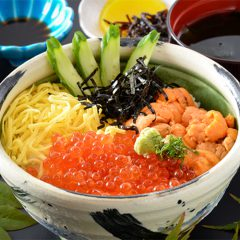 Sea Urchin and Salmon Roe Rice Bowl with Nagisa Soup: ¥2,900