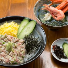 Tuna and Green Onion Rice Bowl with Nagisa Soup: ¥1,850 Tuna and Green Onion Rice Bowl with Wakame Seaweed Miso Soup: ¥1,350