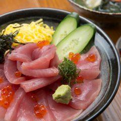 Tuna Rice Bowl with Nagisa Soup: ¥2,650