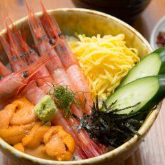 Deep-Water Shrimp and Fresh Sea Urchin Rice Bowl with Nagisa Soup: ¥2,700