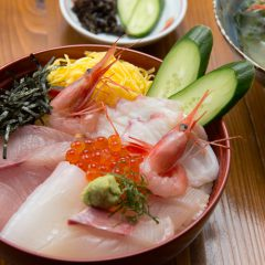 Sashimi Rice Bowl with Nagisa Soup: ¥2,150