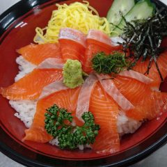 福井サーモン丼 なぎさ汁付 2,200円